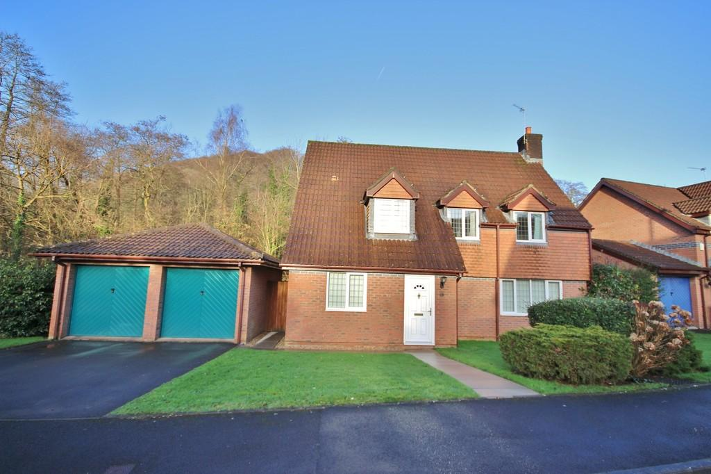 4 Bedrooms Detached House for sale in Maes Y Draenog, Tongynlais, Cardiff