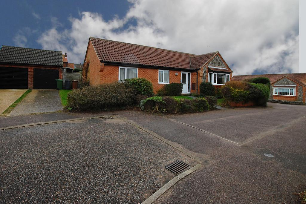 3 Bedrooms Detached Bungalow for sale in Hawthorn Rise, Mundesley