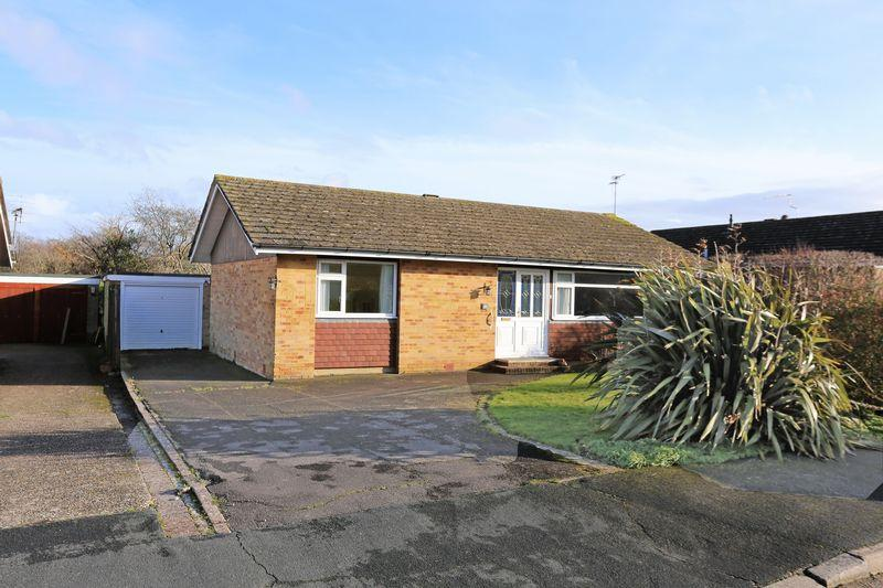 3 Bedrooms Bungalow for sale in Furners Mead, Hennfield