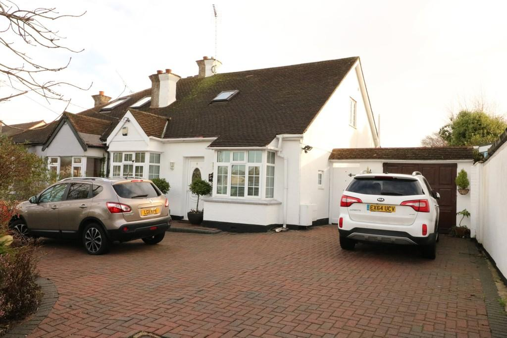 4 Bedrooms Semi Detached House for sale in Woodfield Road, Benfleet