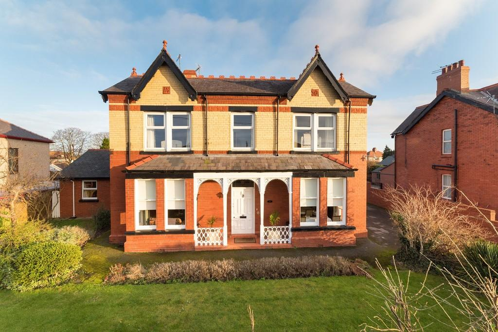 4 Bedrooms Detached House for sale in Pendyffryn Road, Rhyl, Denbighshire