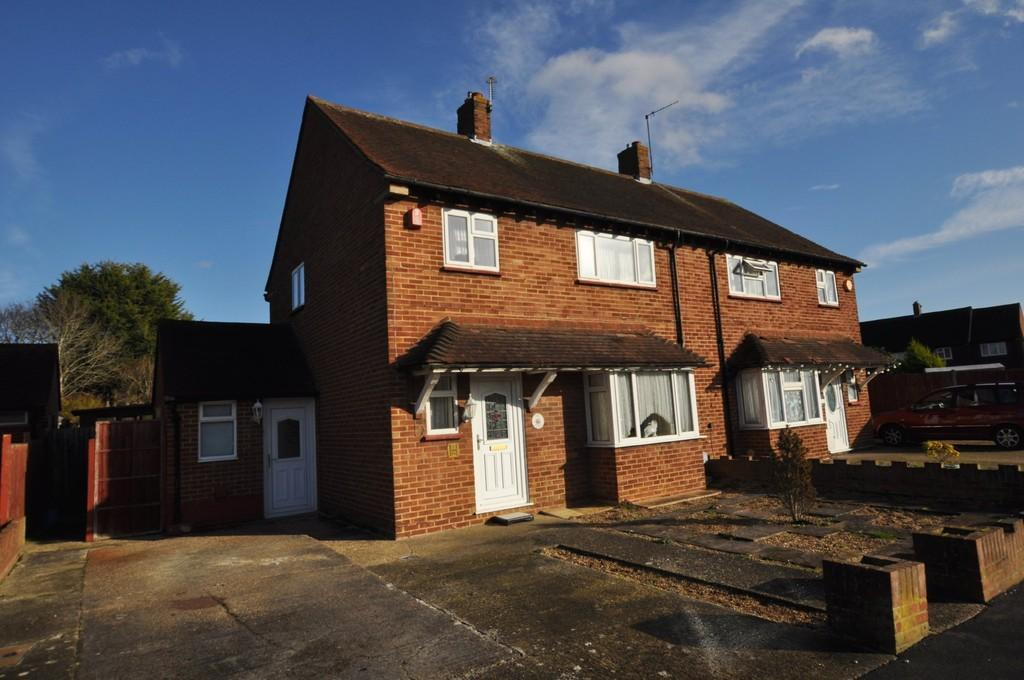 3 Bedrooms Semi Detached House for sale in Lilac Close, Guildford
