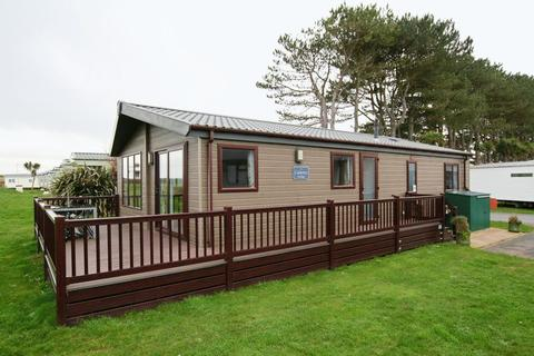 2 bedroom lodge for sale - A holiday lodge with sea views.