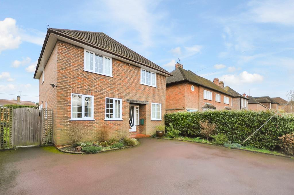 3 Bedrooms Detached House for sale in Milford Road, Elstead
