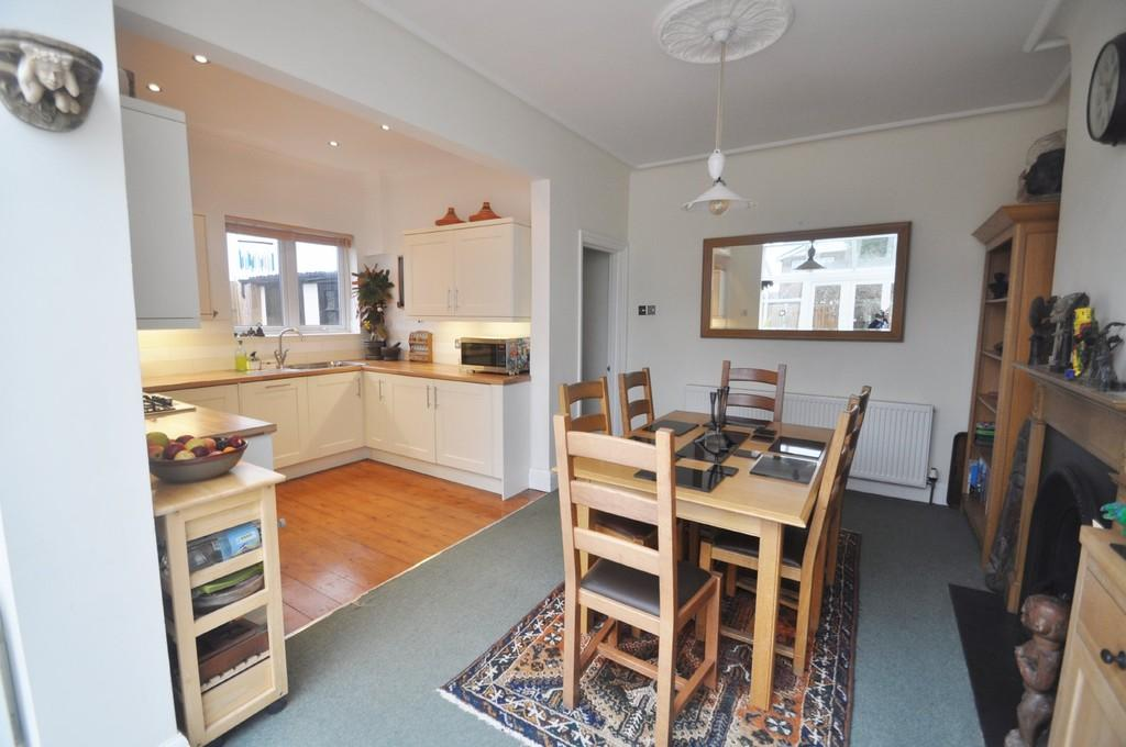 3 Bedrooms Detached House for sale in Hadleigh, Essex