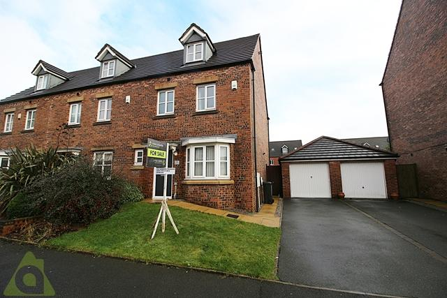 4 Bedrooms Semi Detached House for sale in Anderby Walk, Westhoughton, BL5