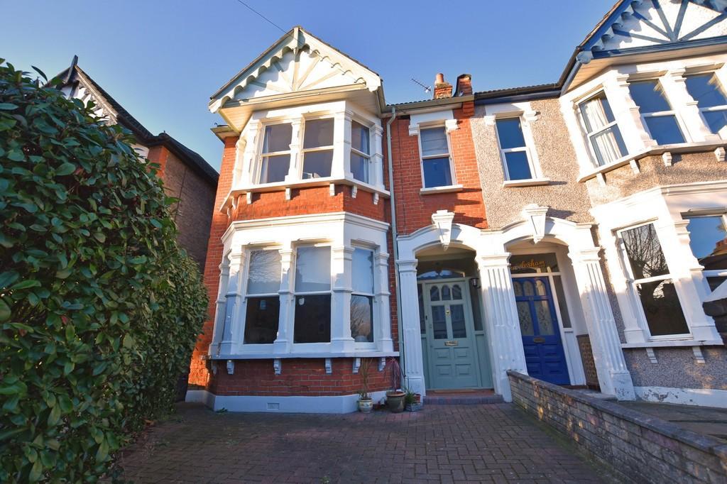 3 Bedrooms Terraced House for sale in St. Margarets Road, Aldersbrook