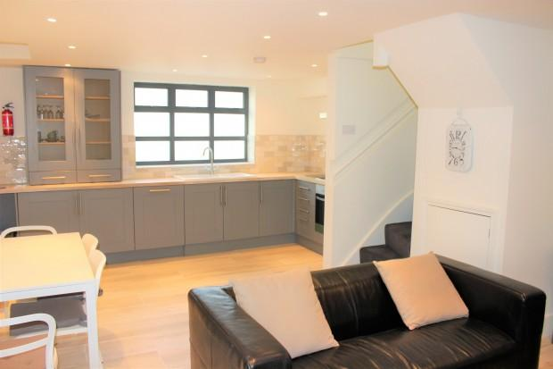 2 Bedrooms End Of Terrace House for sale in Windsor Road, London, N7