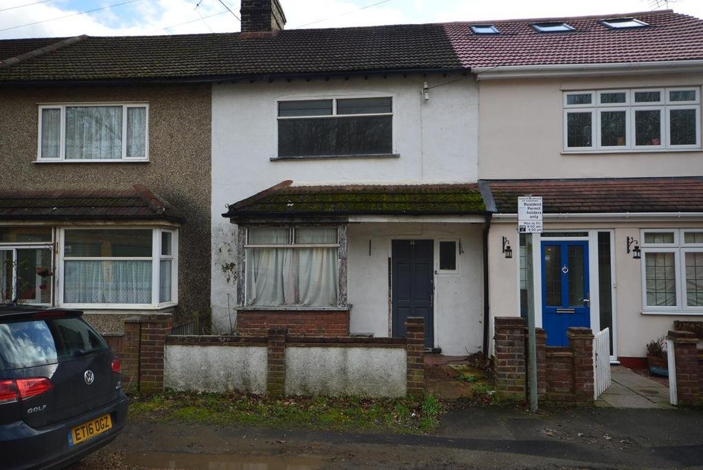3 Bedrooms Terraced House for sale in Woodlands Road, Harold Wood, Romford, RM3