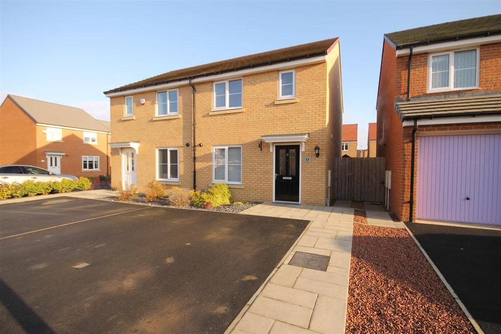 3 Bedrooms Semi Detached House for sale in Handley Close, Seaton Carew, Hartlepool