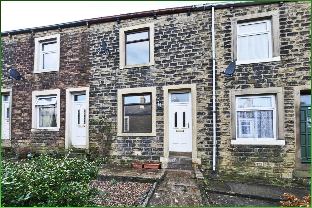 2 Bedrooms Terraced House for sale in 29 Rosemount Avenue, Barnoldswick BB18 5JR