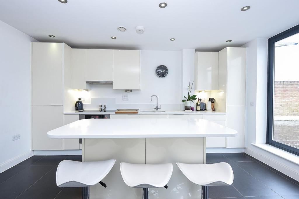 2 Bedrooms Flat for sale in Magdalen Road, Earlsfield