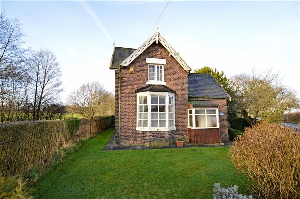 3 Bedrooms Detached House for sale in Black Moss Road, Dunham Massey, Cheshire, WA14