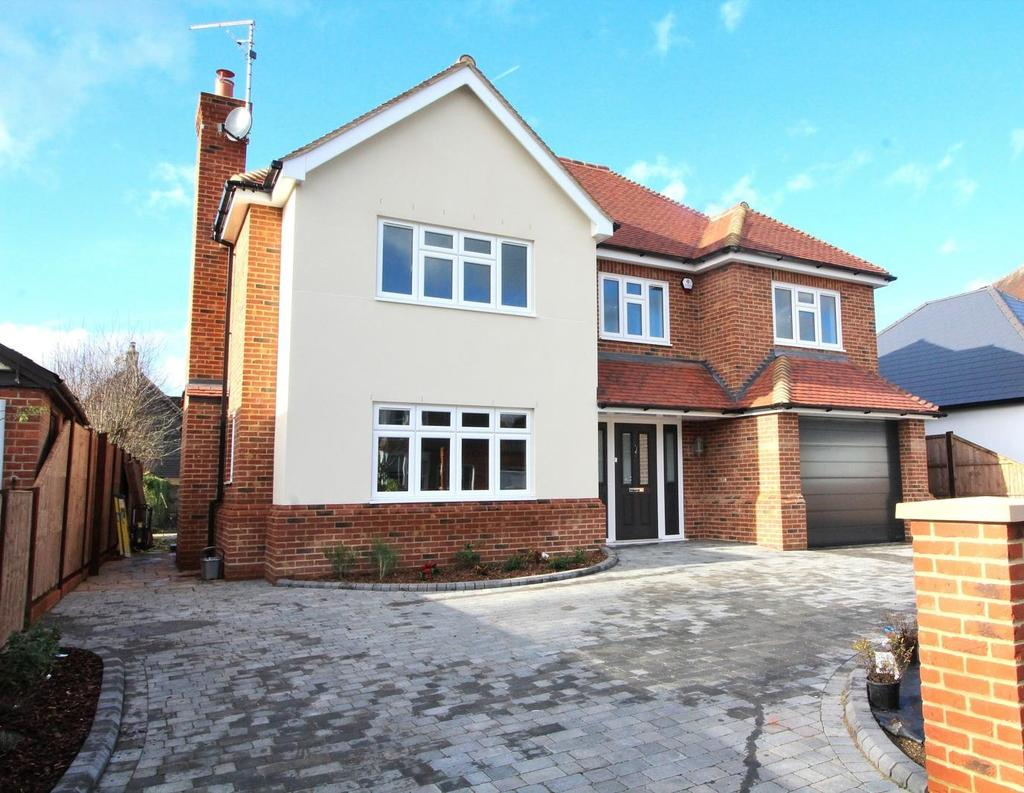 4 Bedrooms Detached House for sale in St. Fabians Drive, Chelmsford, Essex, CM1