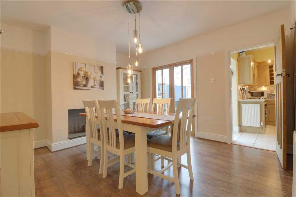 3 Bedrooms Semi Detached House for sale in St Andrews Avenue, Crewe