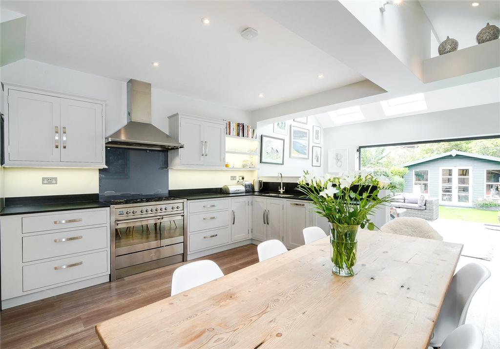 4 Bedrooms Terraced House for sale in Dingwall Road, Wandsworth, London, SW18