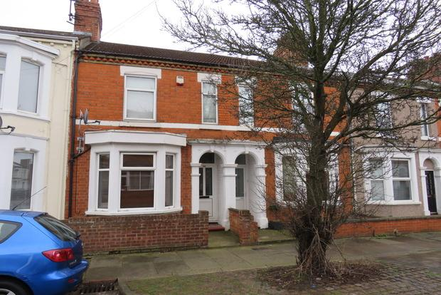 3 Bedrooms Terraced House for sale in St. James Park Road, St James, Northampton, NN5