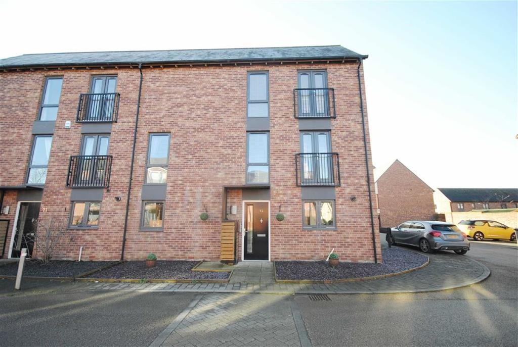 4 Bedrooms Semi Detached House for sale in Flockton Road, Allerton Bywater, Castleford, WF10