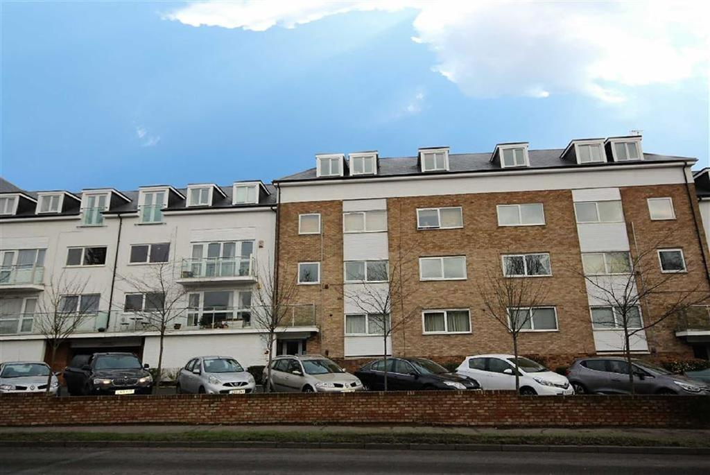 2 Bedrooms Flat for sale in Brook Court, Radlett, Hertfordshire