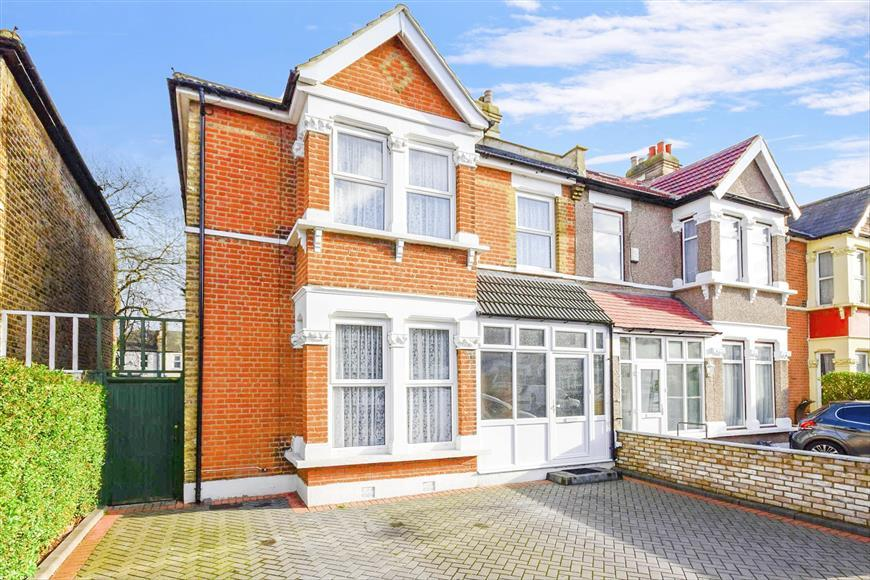 4 Bedrooms Semi Detached House for sale in Airthrie Road, Ilford, Essex