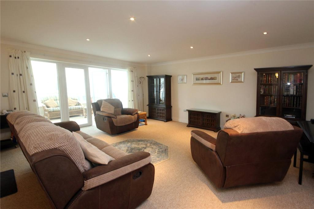 2 Bedrooms Flat for sale in Lymington Road, Highcliffe, Dorset, BH23