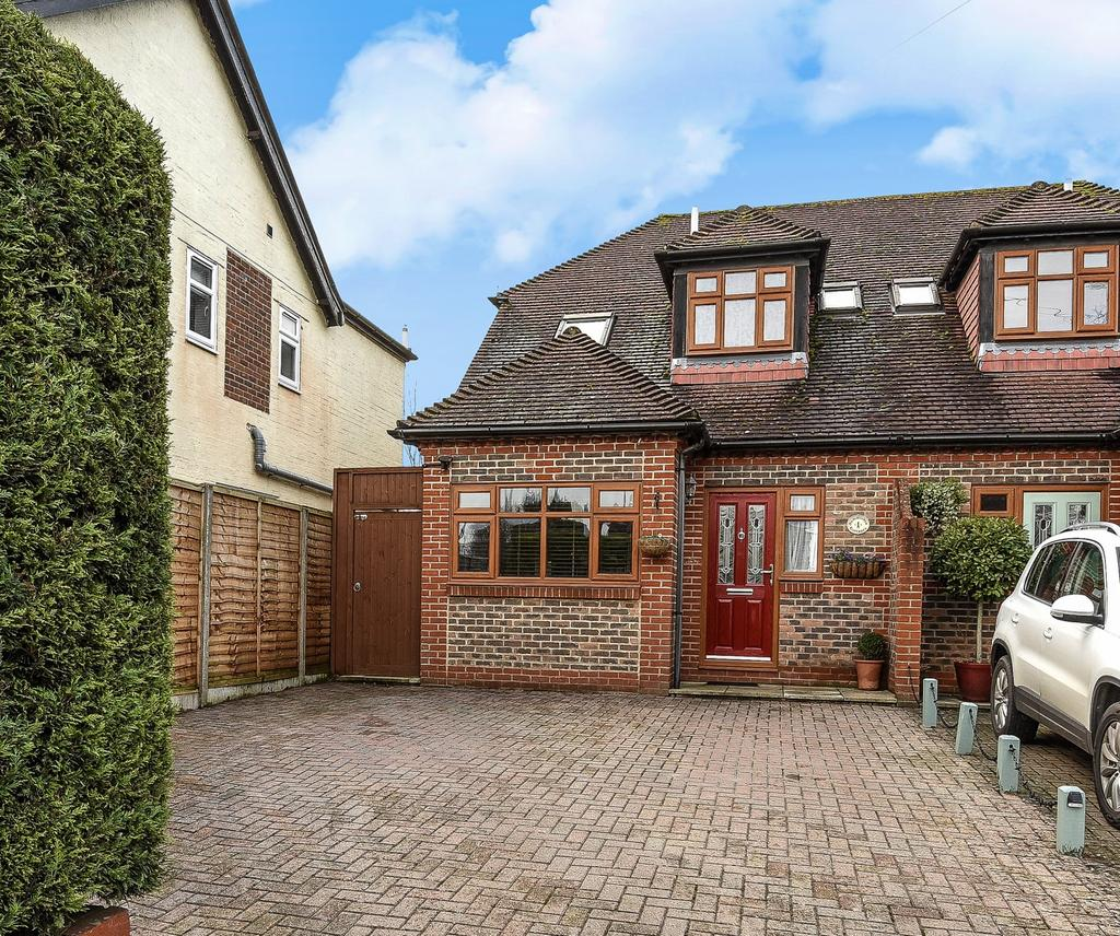 3 Bedrooms Semi Detached House for sale in Summerlea Cottages, Westergate Street, Woodgate, PO20