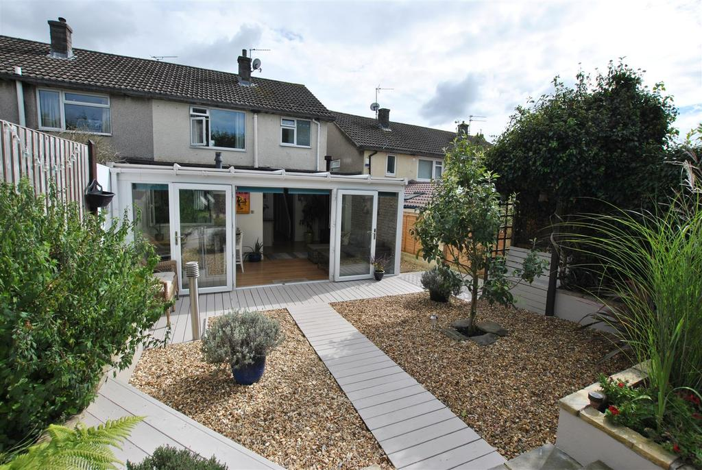 3 Bedrooms Semi Detached House for sale in Wells Close, Whitchurch
