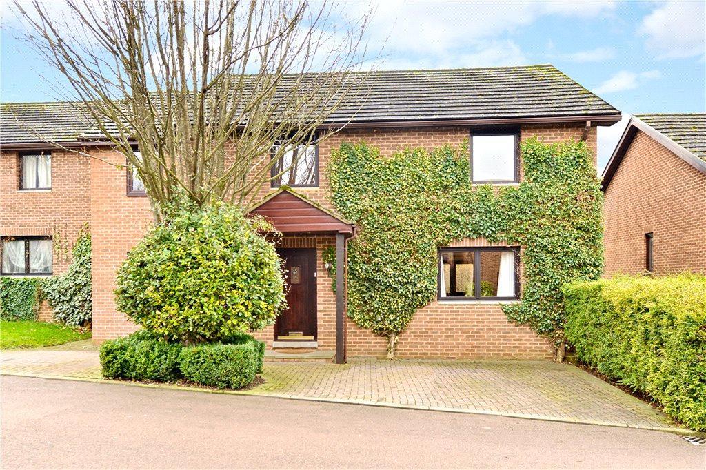 5 Bedrooms Detached House for sale in Tudor Way, Brackley, Northamptonshire