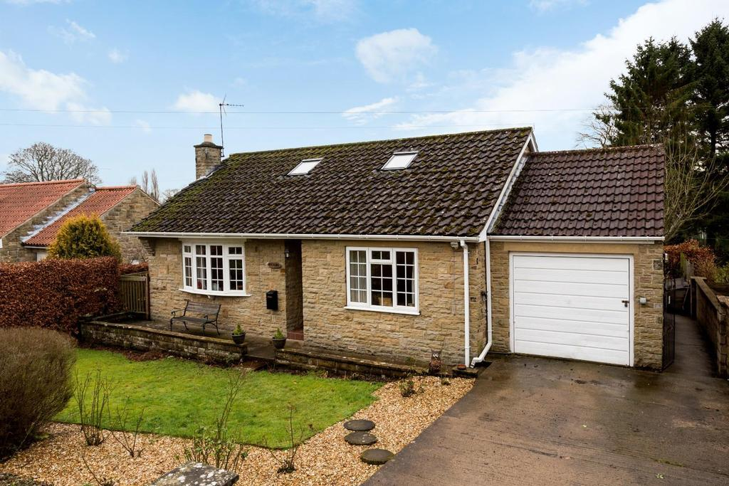 2 Bedrooms Detached Bungalow for sale in Moor Lane, Sinnington, York