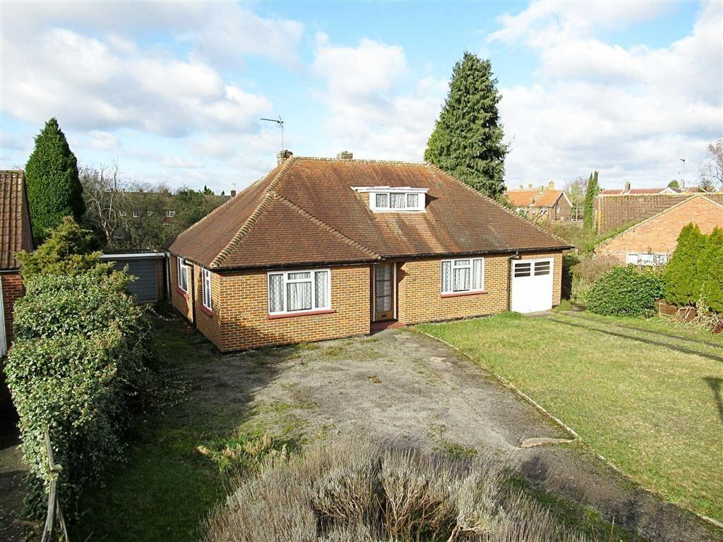 2 Bedrooms Bungalow for sale in Carde Close, Hertford, Herts, SG14