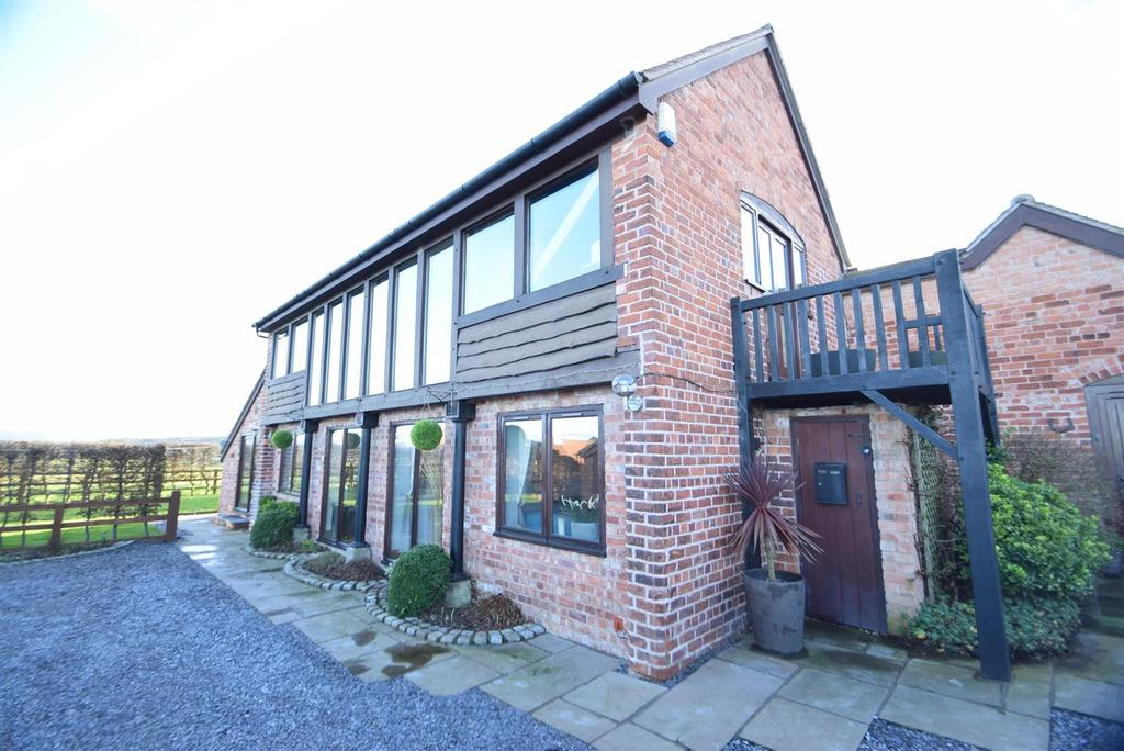 5 Bedrooms Barn Conversion Character Property for sale in Oakleaf Barn, Wollaston, Halfway House, Shrewsbury, SY5 9DN