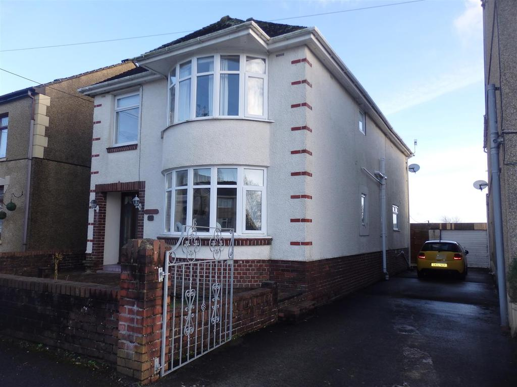 4 Bedrooms Detached House for sale in Pontardulais Road, Llangennech, Llanelli