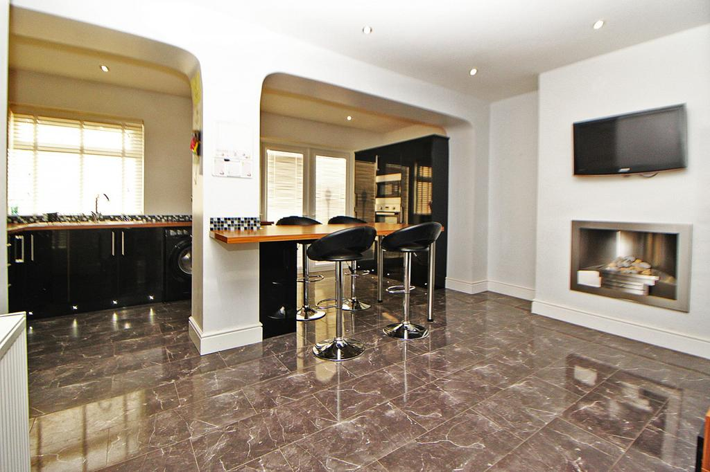 3 Bedrooms Semi Detached House for sale in Greylands Avenue, Norton, TS20