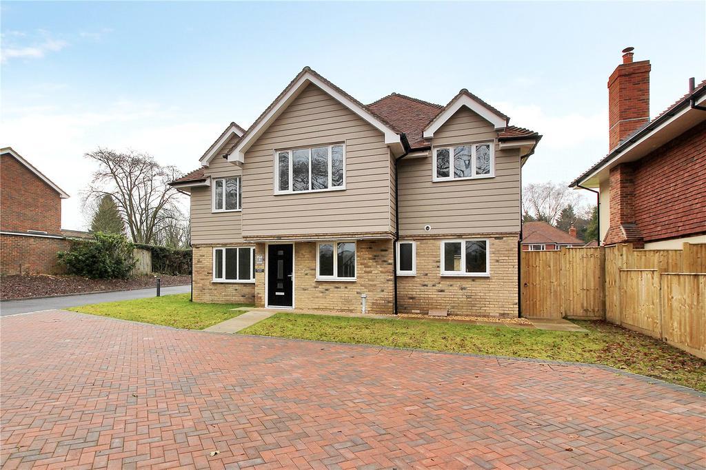 5 Bedrooms Detached House for sale in Oak Grange, Folders Lane, Burgess Hill, West Sussex, RH15