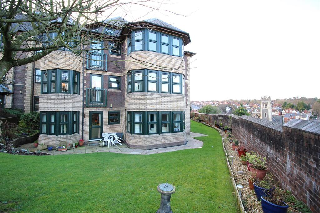 2 Bedrooms Flat for sale in Caerau Crescent, Newport