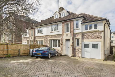 3 bedroom apartment to rent - Elmdale Road, Tyndalls Park, BS8