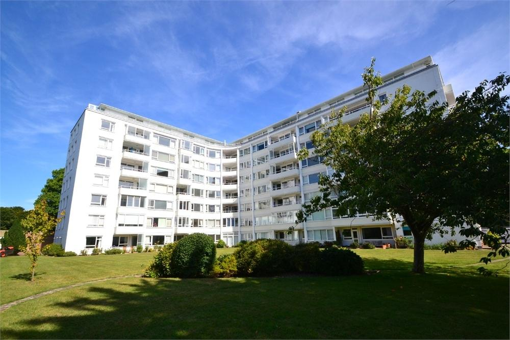 3 Bedrooms Flat for sale in Compton Place Road, Saffrons, East Sussex
