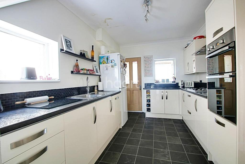 3 Bedrooms Semi Detached House for sale in Western Avenue
