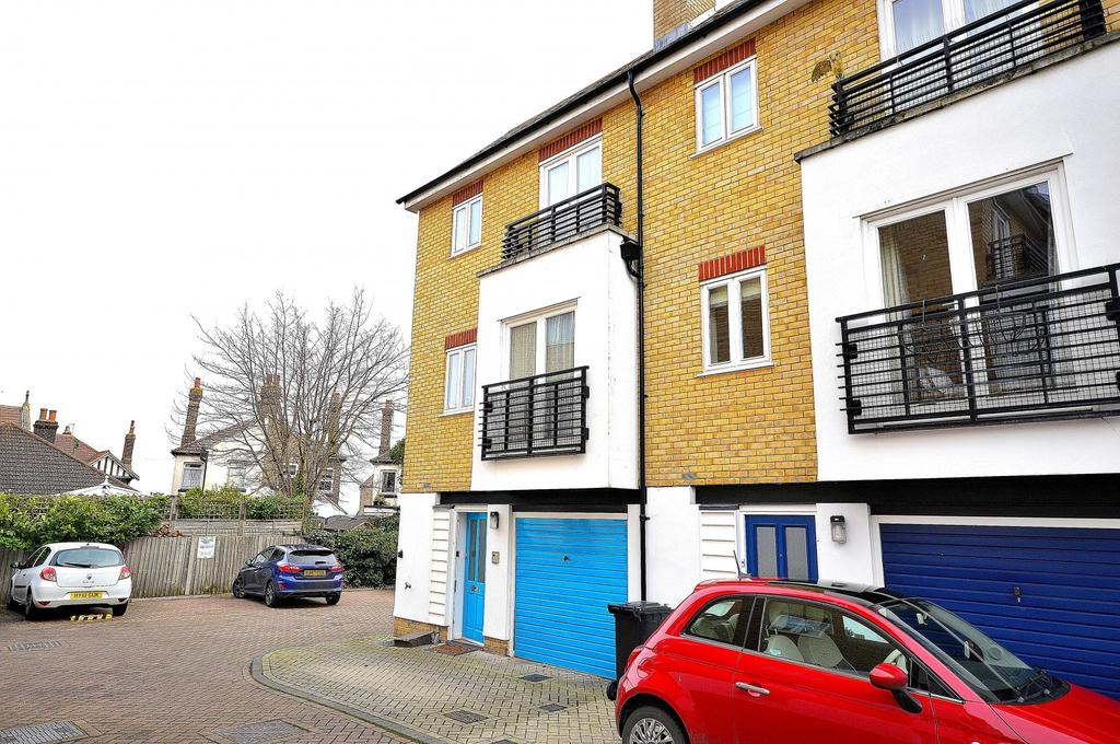 4 Bedrooms Town House for sale in Quest Place, Maldon, Essex, CM9