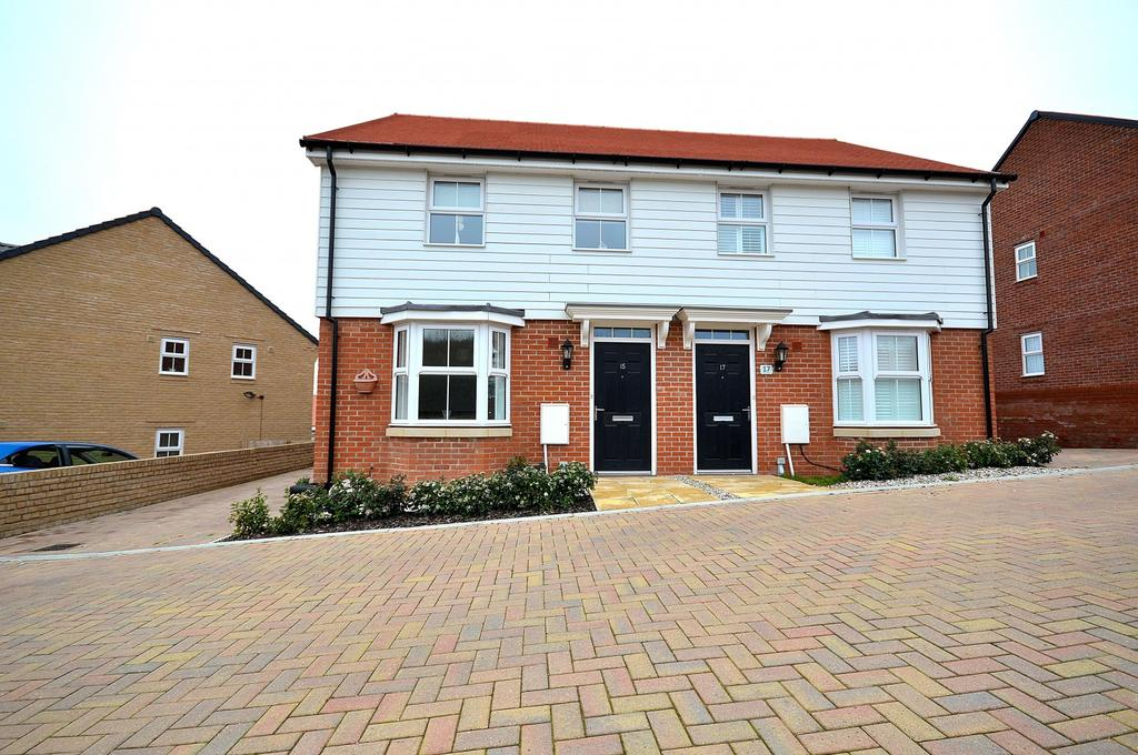 3 Bedrooms Semi Detached House for sale in Larch Grove, Southminster, Essex, CM0