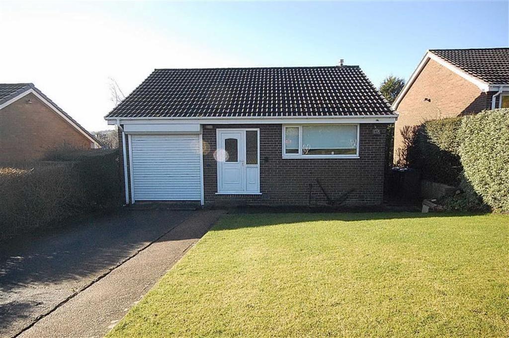 3 Bedrooms Detached House for sale in Walsham Drive, Salendine Nook, Huddersfield, HD3