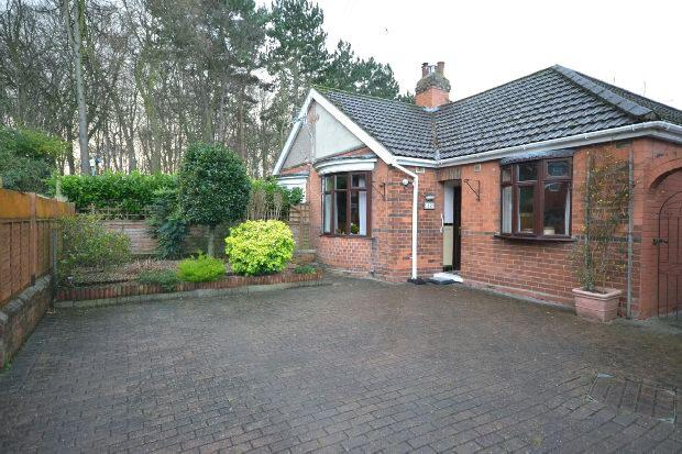 2 Bedrooms Semi Detached Bungalow for sale in Baytree Avenue, GRIMSBY