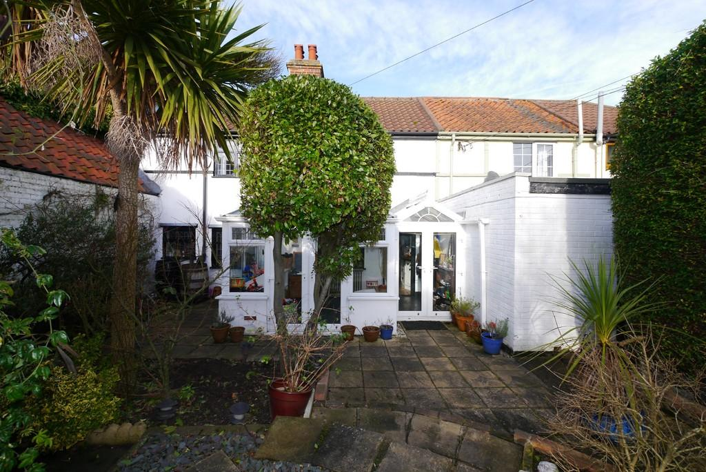 3 Bedrooms Terraced House for sale in Beccles Road, Carlton Colville, Lowestoft