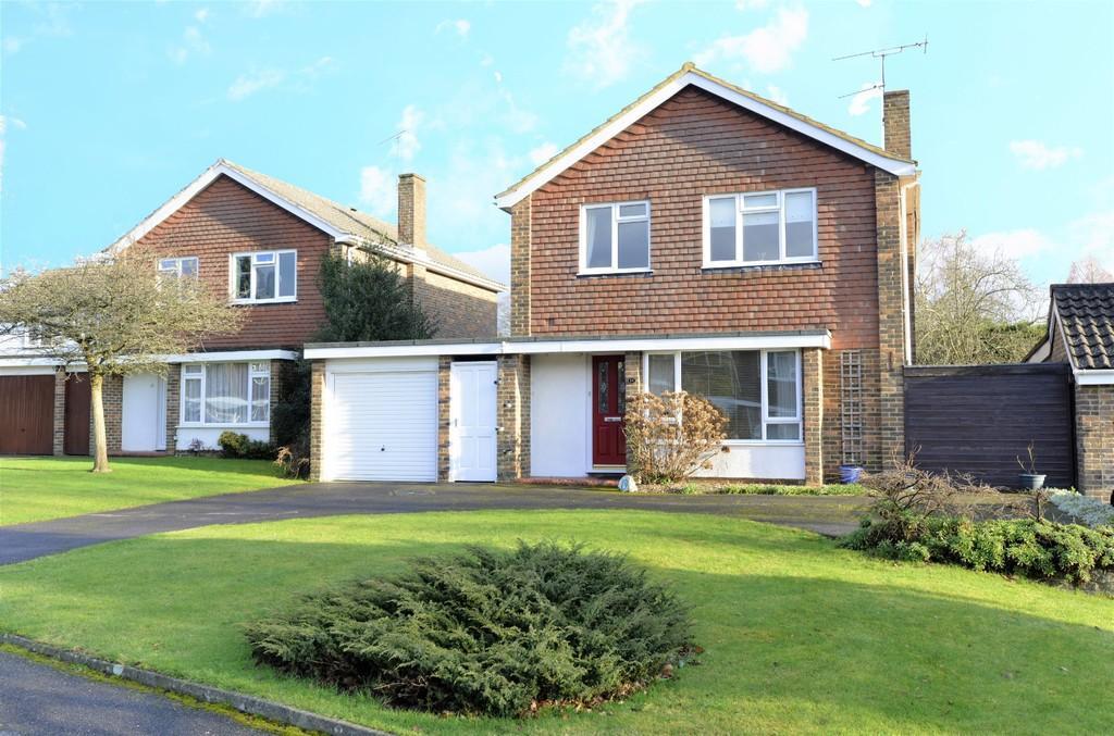 4 Bedrooms Detached House for sale in Wykeham Road, Merrow, Guildford GU1 2SE
