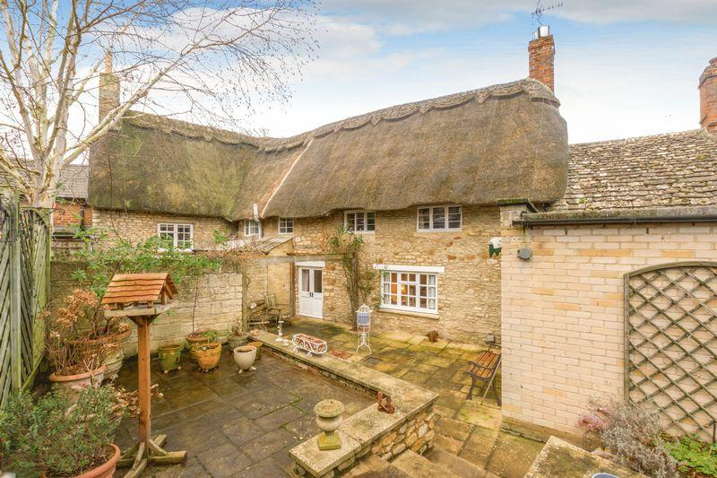3 Bedrooms Semi Detached House for sale in Church Street, Eynsham
