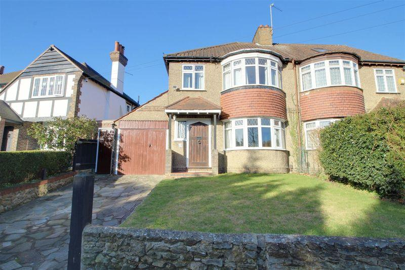 3 Bedrooms Semi Detached House for sale in The Ridge, Coulsdon
