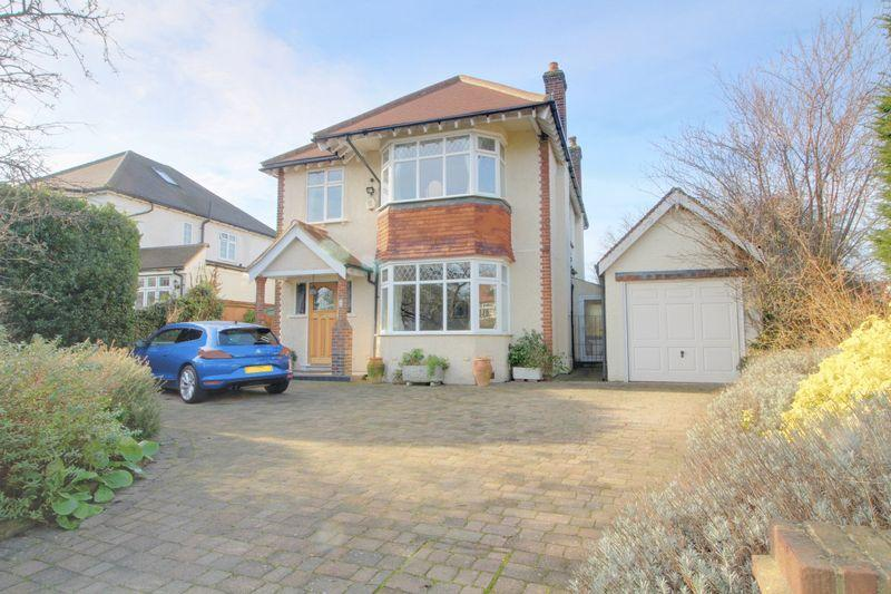 4 Bedrooms Detached House for sale in Redford Avenue, Wallington