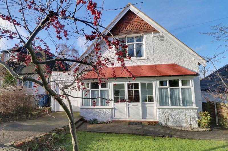 3 Bedrooms Detached House for sale in Higher Drive, Purley