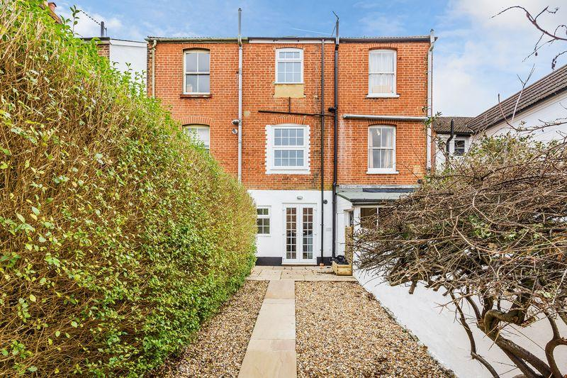 3 Bedrooms Terraced House for sale in Addison Road, Guildford