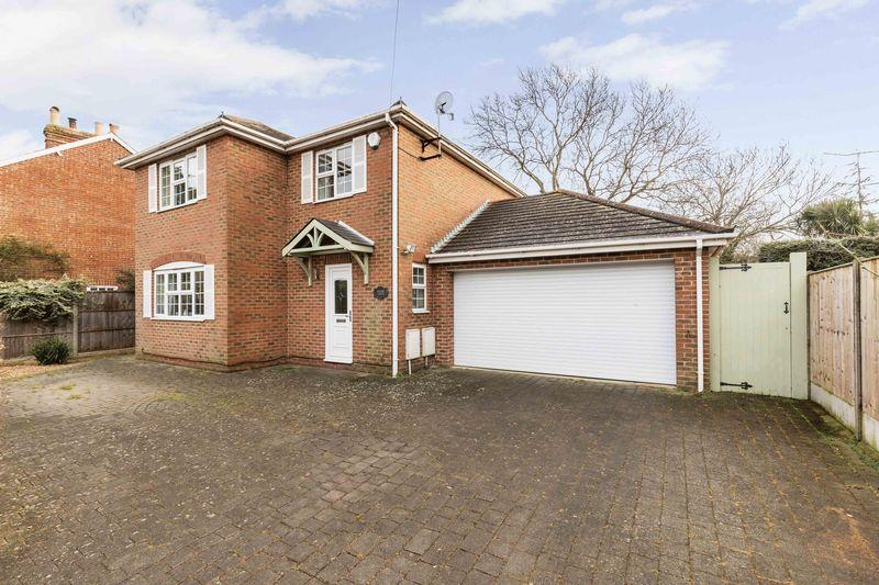 4 Bedrooms Detached House for sale in Manor Road, Hayling Island